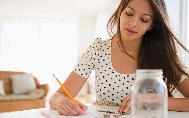 Woman_budgeting